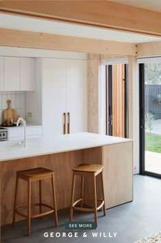 Meet John McNamara, owner and Architect behind modhouse; Creator of prefabricated, sustainable, small architectural homes with a 'less is more' approach. John creates beautiful spaces that combine simple design and lots of timber - arguably two of our favorite things.  #architecture #minimalisthome #interiordesign #newzealand #nzarchitecture #minimalisim Kitchen Room Design, Kitchen Decor, Prefabricated Houses, Timber House, Kitchen Handles, Beautiful Space, Minimalist Home, A Table, Living Room Decor