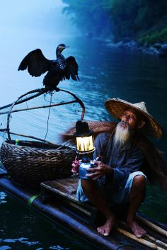 Photograph old fisherman by Roy Chan on Art Cube, Old Fisherman, Asia, Japanese Drawings, Inspiration Art, Quelques Photos, Guilin, D&d Dungeons And Dragons, Fish Man