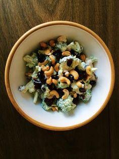 Super simpel og sund broccolisalat med hjemmerørt skyrdressing