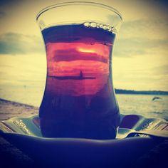Kız Kulesi Manzarası ve Sıcak bir Çay