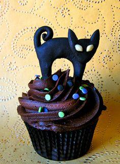 25 Halloween Cat Cupcakes