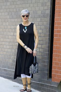 Best Fashion Tips For Women Over 60 - Fashion Trends Fashion For Women Over 40, Fashion Over 50, Chic Outfits, Fashion Outfits, Fashion Trends, Lehenga, How To Wear Leggings, Under Dress, Beautiful Outfits