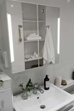 . Molngatan 16 - Bjurfors Uppsala, Own Home, Bathroom Lighting, Mirror, Furniture, Home Decor, Bathroom Light Fittings, Bathroom Vanity Lighting, Decoration Home