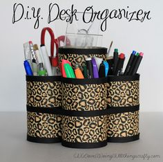 DIY Desk Organizer I think I'm going to do this immediately! DIY Desk Organizer - simple and quick - recycled tin cans, duct tape and ribbon Crafty Projects, Diy Projects To Try, Diy Desktop Organizer, Diy Organizer, Recycled Tin Cans, Pot A Crayon, Desk Organization Diy, Duck Tape Crafts, Tape Art
