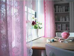 Pink curtins