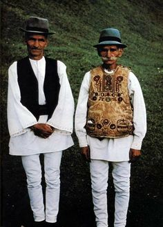 15-11-11 Men wearing their costumes Gyimes-Bükkhavas, former Csík County Albert Kresz