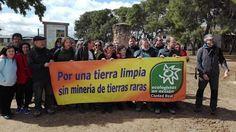 Torrenueva - Unas 200 personas participan en una marcha senderista contra las tierras raras