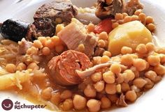 Traditional Madrid Stew with various meats and sausages simmered with vegetables, and chickpeas. The liquid is served as a soup on the side. Fish Recipes, Soup Recipes, Cooking Recipes, Healthy Recipes, Spanish Dishes, Spanish Food, Spanish Meals, Spanish Recipes, Gourmet