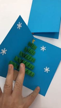 Easy Pop Up Tree Card for Christmas - - DIY Christmas Pop Up Card - a super cute and easy paper fan Christmas Tree Pop Up Card. Love how easy and yet effective this DIY Pop Up Cards are. Pop Up Christmas Cards, Christmas Pops, Christmas Paper Crafts, Christmas Activities, Simple Christmas, Handmade Christmas, Christmas Decorations, Pop Up Cards, Christmas Cookies