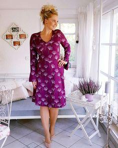 Ina hat sich diesen Ginkgo Viskose Jersey extra umgefärbt - für den Sommerschnitt Schnitt: RACHEL von Schnittmsuter-Berlin. Ginkgo, Dresses With Sleeves, Long Sleeve, Casual, Fashion, Lilac, Unique Dresses, Advertising, Gowns With Sleeves