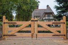 House Fence Design, Fence Gate Design, Driveway Design, Driveway Gate, Wood Fence Gates, Timber Gates, Wooden Gates, Farm Fence, Backyard Fences