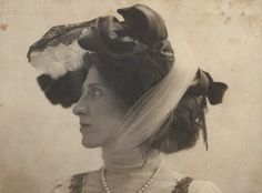 Portrait of Lady Ottoline Morrell by George Charles Beresford, 4 June 1903 Vintage Photographs, Vintage Images, Lady Ottoline, Vanessa Bell, Bloomsbury Group, Italy Honeymoon, National Portrait Gallery, Black And White Pictures, The Past