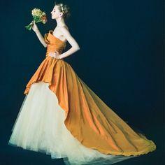 NOVARESE(ノバレーゼ)●ノバレーゼグループ:【ノバレーゼ】見ているだけでハッピーなオレンジカラーの1着で会場を明るく彩って