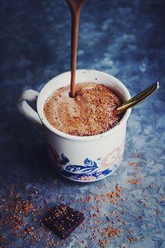 De lujo, cremoso de chocolate caliente con cashewnötssmör - mejerifri, vegetariana