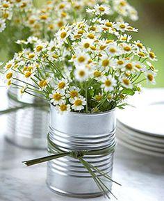 Dica pra relaxar e se sentir feliz: simplicidade. E com direito à vaso de flores.