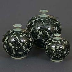 Korean Celedon pottery. Kintsugi, Korean Art, Sgraffito, Art Object, Ceramic Pottery, Lotus, Vibrant Colors, Objects, Jar