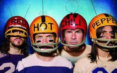 Die Red Hot Chilli Peppers, machen schon so lange Musik und sind sehr erfolgreich. Sie stechen aus der Masse hervor, das gefällt mir.