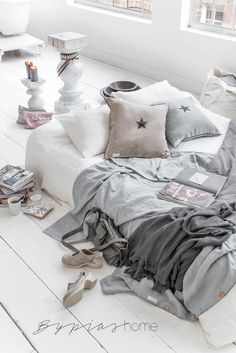 Scandinavian Bedroom :: Scandi Chic :: Home Decor + Design :: Free Your Wild :: See more Untamed Bedroom Style Inspiration Dream Bedroom, Home Bedroom, Bedroom Decor, Home Staging, Interior Inspiration, Room Inspiration, Decoracion Low Cost, Deco Design, Design Room
