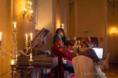 Los músicos con trajes de época en el Mozart Dinner Concert