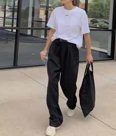 """fan outfits account on Twitter: """"… """" Korean Outfits, Retro Outfits, Cute Casual Outfits, Vintage Outfits, Summer Outfits, Stylish Outfits, Mode Streetwear, Streetwear Fashion, 40s Mode"""