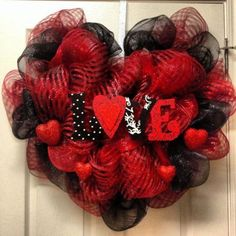 32 Lovely Valentine Day Wreaths For Your Home Decoration - Holiday wreaths christmas,Holiday crafts for kids to make,Holiday cookies christmas, Diy Valentines Day Wreath, Homemade Valentines, Valentines Day Decorations, Valentine Day Crafts, Holiday Crafts, Valentine Ideas, Printable Valentine, Valentine Box, Valentine Recipes