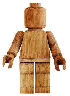 håndskåret legomand i træ af thibautmalet.com