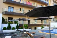 Petit Palau - Adults Only Blanes This adults-only hotel is set in the lively Los Pinos area of Blanes, the doorway to the Costa Brava. It offers a modern spa, an outdoor pool and free Wi-Fi, 150 metres from S'Abanell Beach.