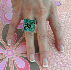 This Vintage Shadowbox Resin Ring is so fun to make!