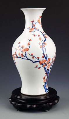 (China) A famille rose plum flower porcelain bottle. Pottery Vase, Ceramic Pottery, Ceramic Art, Antique Vases, Vintage Vases, Plum Flowers, Japanese Porcelain, Chinese Ceramics, China Painting