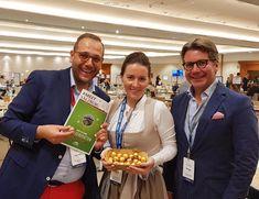 Gernot und unsere beiden Partner, Isabel vom Sheraton Grand Salzburg und Gregor, vom Messezentrum Salzburg sind bereit für einen Tag voller spannender Meetings und neuer Kontakte am Meeting & Incentive Forums Benidorm Gregor, Partner