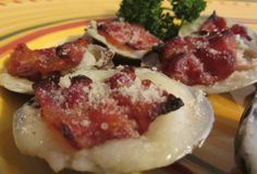 Clams Casino - Delicious baked clams with a buttery garlic sauce, cracker meal, cheese and bacon. A delicious seafood appetizer! Clam Recipes, Bacon Recipes, Ww Recipes, Seafood Recipes, Baked Clams Recipe, Clams Casino, Seafood Appetizers, Shellfish Recipes, Recipe Collection
