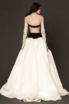 an elegant backless wedding gown #verawang #backlessgown #blackandwhitedress http://www.weddingchicks.com/2013/10/31/vera-wang-spring-2014-bridal-collection/