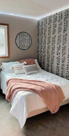 Teen Bedroom Designs, Bedroom Decor For Teen Girls, Room Ideas Bedroom, Bedroom Inspo, Cute Room Ideas, Cute Room Decor, Neon Room, Boho Room, Aesthetic Room Decor