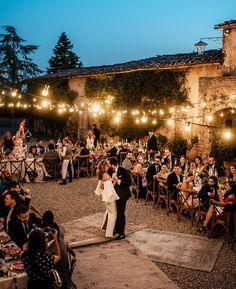 @atodoconfetti • Instagram photos and videos A Todo Confetti, First Dance Songs, Wedding Venues, Wedding Reception, Dolores Park, Dream Wedding, Villa, Romantic, In This Moment