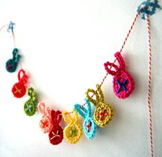 Easy Eastern bunny garland by Ingthings. In Dutch and English. ♥