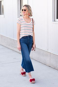 Ever wondered what shoes to wear with cropped jeans? I have you covered in this long post with all the options plus easy dos and don'ts with example photos. Cropped Jeans Outfit, Jeans Outfit Summer, Weekend Outfit, T Shirt And Jeans, Summer Outfits, Crop Jeans, Cropped Pants, Jean Outfits, Fashion Outfits