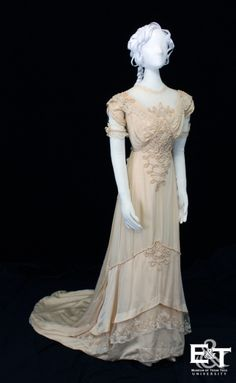 edwardian-time-machine:Wedding gown, Mrs. J.T. McNeill, Dallas, 1912. Ivory satin de Chine.Source