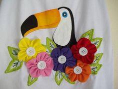 TODA FEITA A MÃO COM FLORES EM  MALHA APLICADA ALGODÃO 30.1  TAMANHO DO 34 AO 42 CONSULTE  MEDIDAS  DA CAMISETA MODELO NADADOR OU  BABY LOOK Applique Quilt Patterns, Applique Designs, Embroidery Designs, Animal Sewing Patterns, Free Motion Embroidery, Mug Rugs, Baby Sewing, Baby Quilts, Quilt Blocks