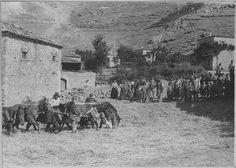 Arachova Le battage du blé par les chevaux. 1917. Ministère de la Culture France