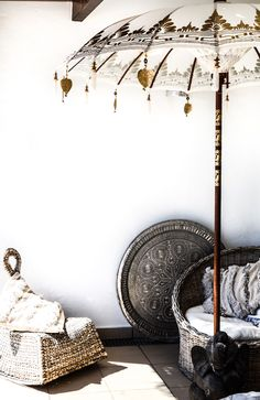 Got the Post-Holiday Blues? 16 Ways to Bring Balinese Style Home With You Parasols, Patio Umbrellas, Post Holiday Blues, Deco Boheme, Bali Fashion, Moroccan Style, Bohemian Decor, Bohemian Room, Decoration