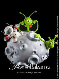 Moon, Astronaut & Alien cake - For all your cake decorating supplies, please visit http://www.craftcompany.co.uk/