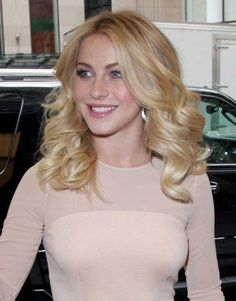 Julianne Hough Curly Hairstyles for Medium Hair