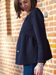 La blouse de grossesse parfaite - More Tutorial and Ideas Fashion Fabric, Diy Fashion, Baby Couture, Daytime Dresses, Couture Tops, Trendy Tops, Mode Style, Vintage Tops, Maternity Fashion