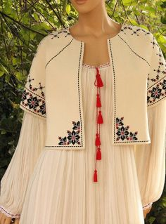 My Complex Style. Embroidery On Clothes, Embroidery Fashion, Embroidery Dress, Hijab Fashion, Boho Fashion, Fashion Dresses, Womens Fashion, Kurta Designs, Blouse Designs