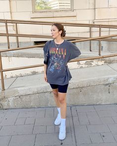 Summer Shorts Outfits, Casual Fall Outfits, Short Outfits, Trendy Outfits, Summer Outfit, Casual Shorts Outfit, Oversized Shirt Outfit, Athleisure Outfits, Streetwear Fashion