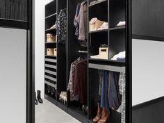 Heb je geen ruimte voor een walk-in? Met de juiste garderobeoplossing kun je in de slaapkamer makkelijk iets creëren dat net zo lekker aanvoelt als een walk-in closet. Kom naar Kvik Amsterdam Boulevard Westpoort  voor meer inspiratie en informatie!
