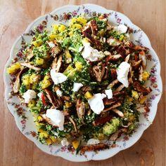 Vandaag weer een heerlijke salade met #bulgur, spinazie, mango, avocado, paprika, fetakaas en kip. @jamieoliver #chicascooking