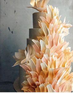 Top 7 des Wedding cakes les plus originaux - Cake Decorating Cupcake Ideen Beautiful Wedding Cakes, Beautiful Cakes, Amazing Cakes, Brushstroke Cake, Zucchini Cake, Easy Cake Decorating, Cupcakes, Cake Trends, Elegant Cakes
