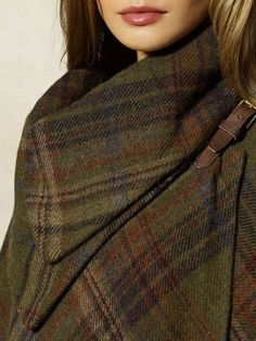 Tartan tweed, leather AND brass. Tartan Fashion, Look Fashion, Winter Fashion, Gothic Fashion, Mode Tartan, Tartan Plaid, Fall Plaid, Plaid Coat, Tweed Run