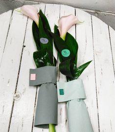Стильные каллы в аспидистре. Оригинальный букет на #23февраля для ваших любимых мужчин. Цена 25 бел руб! Эксклюзивно от Flowersjuli. #flowersjuli #флористикаминск #флористика #букетмужчине #мужскойбукет #стильныйбукет #доставкацветовминск #букет #букетминск #bouquet #bloom #floristic #flowers
